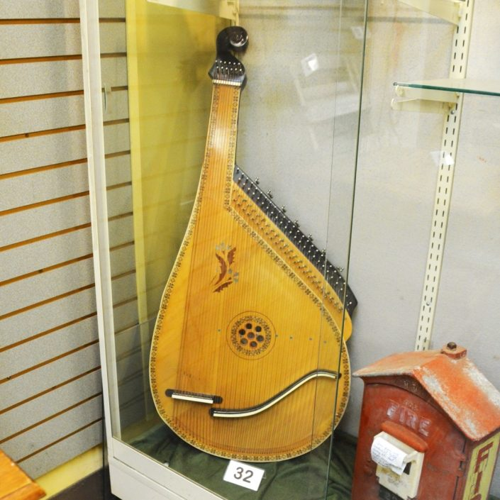 Large Lute